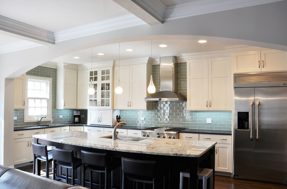 Three Ways Two Tone Can Improve Your Kitchen