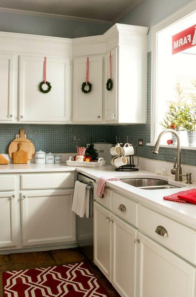 wreaths, kitchen decor, kitchen christmas decor, kitchen holidays, kitchen wreaths, minimalist wreath