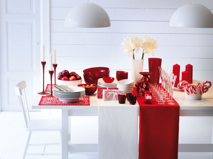 simple decor, simple, minimalist, holiday decorations, red decor, red, table settings, centerpieces