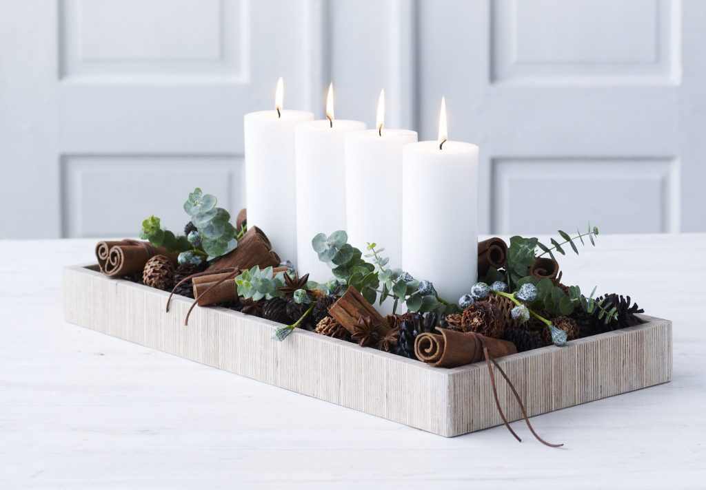 centerpieces, minimalist, acorns, candles, candle centerpieces, holiday decor, minimalist holiday decor, minimal centerpiece