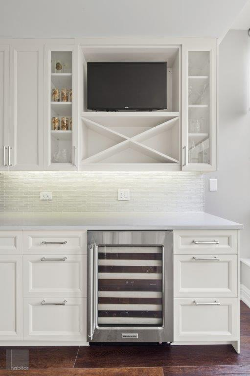 Neutral Cream and White Cabinetry